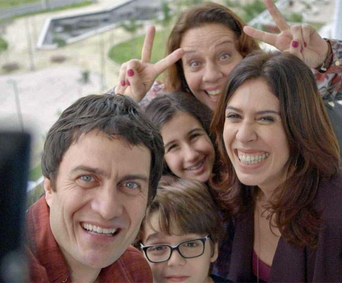 Luís leva família para conhecer o novo apartamento (Foto: TV Globo)