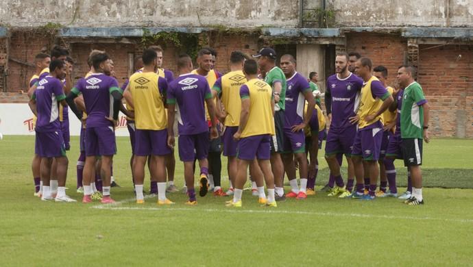 Elenco do Remo treinou na manhã desta sexta-feira, no Baenão (Foto: Oswaldo Forte/O Liberal)