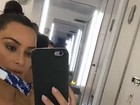 Kim Kardashian faz teste de gravidez em avião: 'Ataque de pânico'