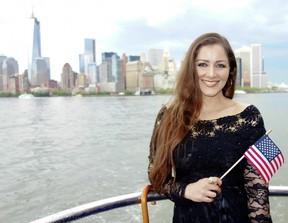 Nana Gouvêa vai a evento em homenagem a imigrantes em Nova York (Foto: Reprodução/Facebook)