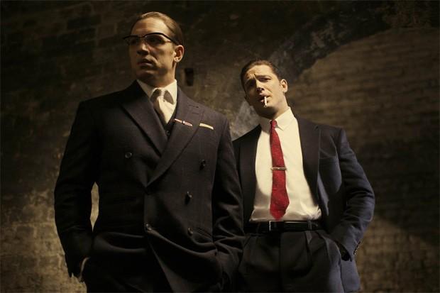 Tom Hardy interpreta os irmãos Kray em 'Legend' (Foto: Divulgação)