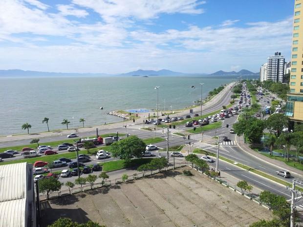 Fila gerou filas na Beira-mar durante toda a tarde de sexta (Foto: Ricardo Ghisi Tobaldini/Divulgação)