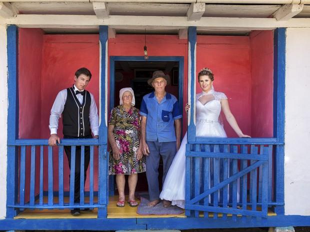 Helga e Alexandre celebraram o casamento de forma bem tradicional, em Santa Maria de Jetibá (Foto: André Alves )
