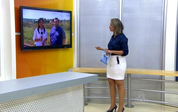 Repórter Lys Mendes entrevistou ao vivo o responsável pelo projeto (Foto: Acre TV)