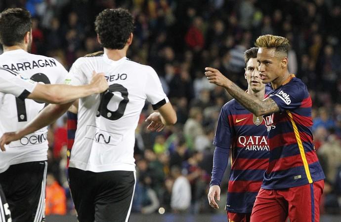 Neymar confusão Barcelona x Valencia (Foto: EFE)