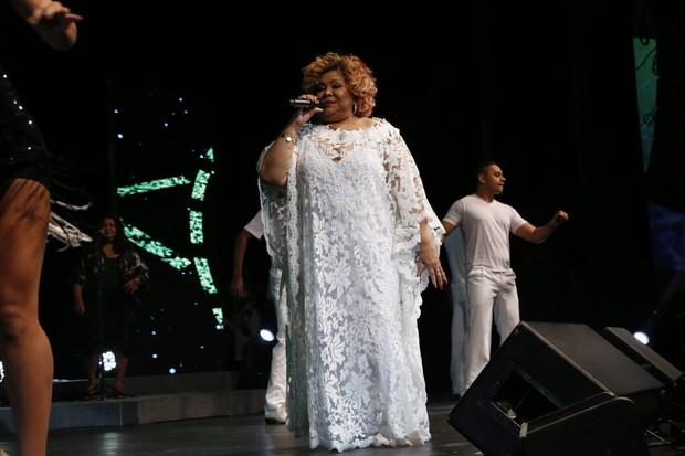 Alcione no palco durante show no Rio (Foto: Felipe Assumpção/Ag News)