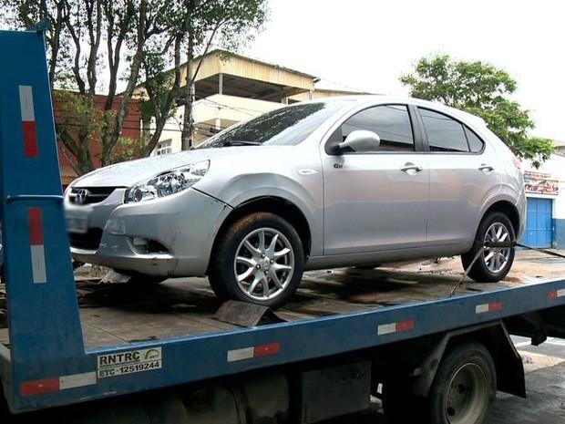 Carro foi roubado em agosto desse ano, em Cariacica (Foto: Reprodução/ TV Gazeta)
