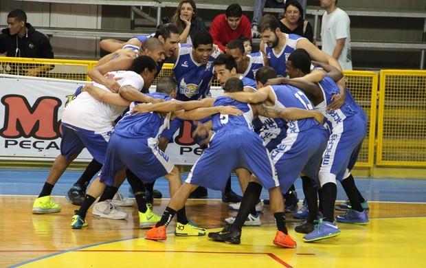 Macaé supera Campos e vence a primeira no Estadual de basquete (Foto: Renata Dourado)