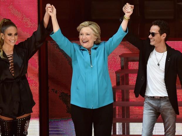 Jennifer Lopez, Hillary Clinton e Marc Anthony em show em Miami, nos Estados Unidos (Foto: Gustavo Caballero / Getty Images/ AFP)