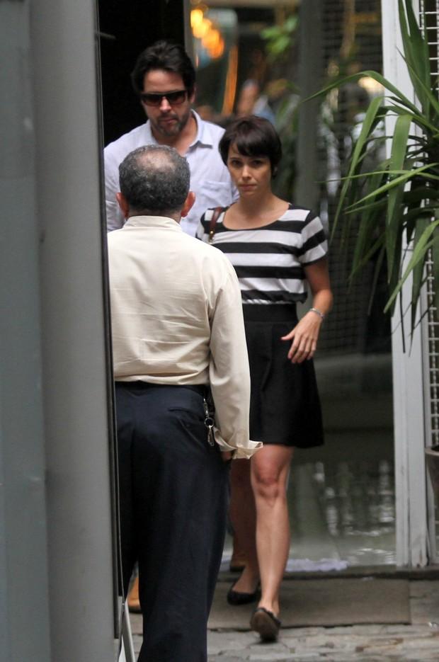 Murilo Benicio e Debora Falabella saindo de escritorio de Arquitetura em Ipanema (Foto: Wallace Barbosa/AgNews)