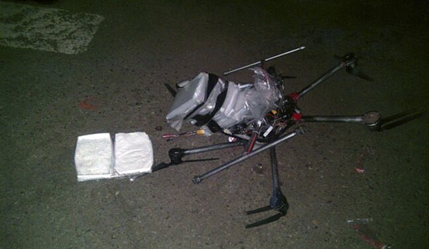 O drone não teria suportado o peso dos pacotes com drogas (Foto: AP)