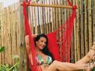 Scheila Carvalho posa de biquíni e mostra o corpão