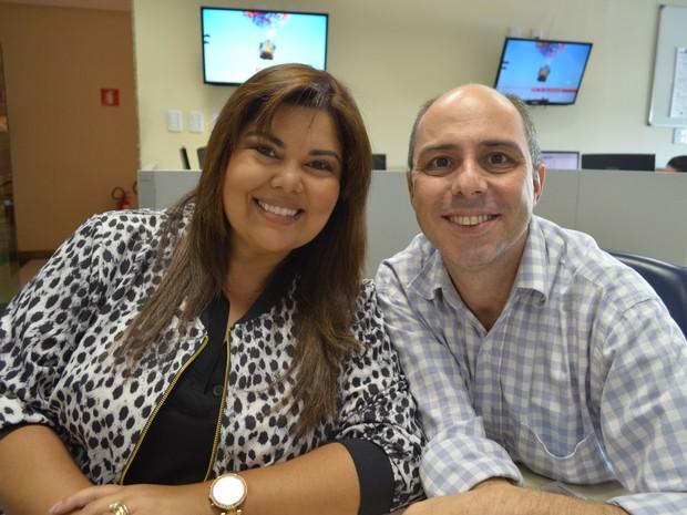 Fabiana Karla e fazem convite para espetáculo em Aracaju (Foto: Fredson Navarro)