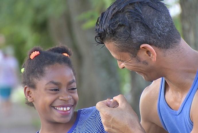 Miguel e seus filhos formam uma linda família (Foto: Reprodução / TV TEM)