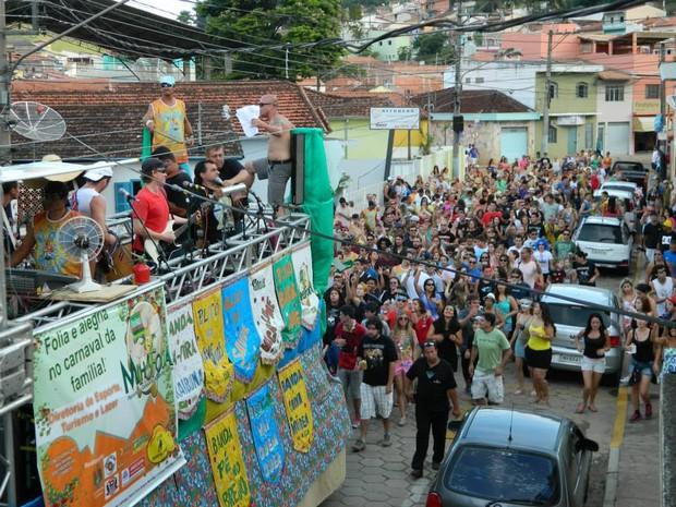 Bloco Carna Maiden reuniu mil foliões em Paraibuna em 2013. (Foto: Divulgação / Carna Maiden )