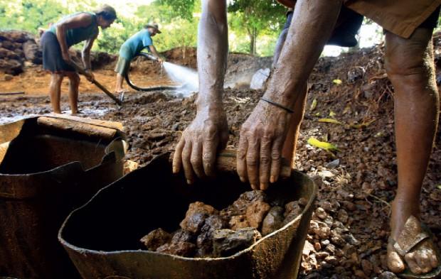 Quase não havia segurança na área de mineração (Foto: Estadão Conteúdo)