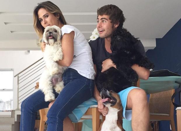 Rafael Vitti e Tatá Werneck em foto com os pets (Foto: Arquivo)