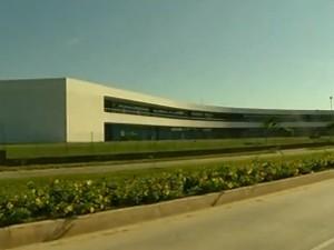 Uenf, em Campos, foi projetada por Niemeyer (Foto: Reprodução/ InterTv)