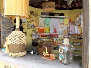 Artesanato também é um dos atrativos da cidade de Cananeia (Foto: Mariane Rossi/G1)