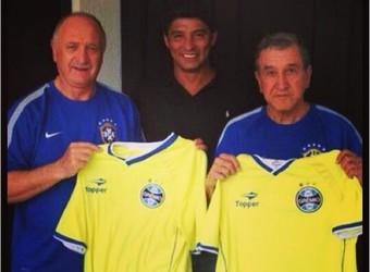 Jardel levou camisas do Grêmio para Felipão (Foto: Reprodução/Instagram oficial do Grêmio)