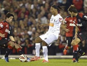 Ronaldinho Gaúchi jogo Newell's Old Boys contra Atlético-MG (Foto: AFP)