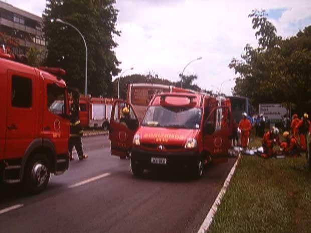 Acidente no Eixinho L, em Brasília, deixa 12 feridos (Foto: Reprodução/TV Globo)