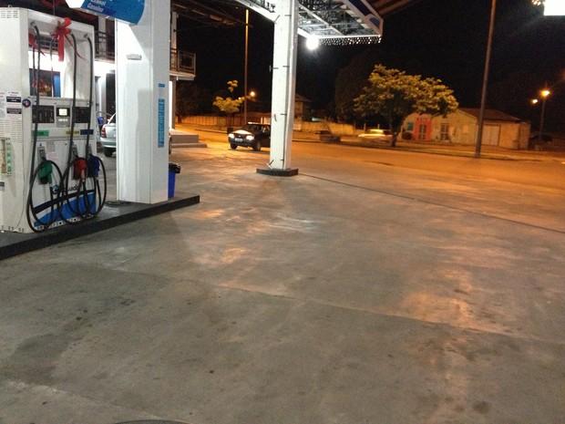 De um dos postos de gasolina, os assaltantes levaram R$ 500 (Foto: Marcelo Marques/ G1 RR)
