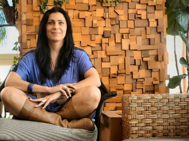 'Olho as marcas e falo: essa sou eu', diz transexual que fez 14 cirurgias