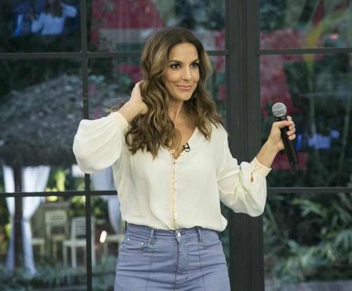 Ivete se diverte cantando na Casa de Cristal (Foto: Raphael Dias/Gshow)