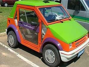 O modelo Motomachine da Gurgel produzido com várias cores e com transparência (Foto: Divulgação/Gurgel Campinas)