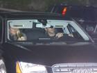 Jennifer Aniston recebe amigos para comemoração de fim de ano