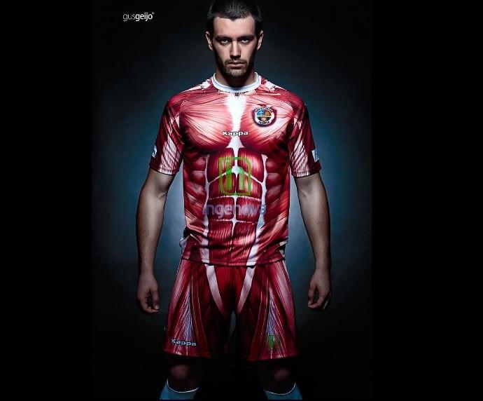 Camisa Palencia corpo humano sem pele (Foto: Reprodução Instagram)