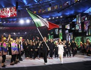 Federica Pellegrini porta-bandeira (Foto: Reuters)