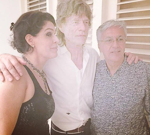 Paula, Mick e Caetano na noite anterior, na festa na casa dela. Convidados não sabiam que o Stone estaria lá (Foto: Reprodução Instagram)