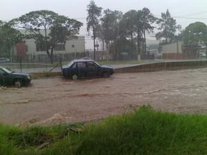 Chuva alagou várias vias de Sarandi e Maringá. (Foto: Rafael Angelotto)