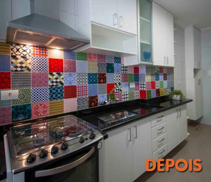 Depois: azulejos coloridos deram cara retrô e nova vida à cozinha (Foto: Divulgação)