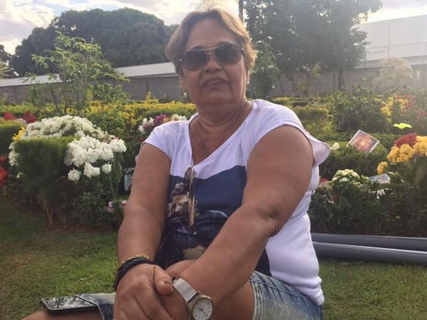 Aposentada de 64 anos viajou do Rio de Janeiro para participar de homenagens a Cristiano Araújo em Goiânia (Foto: Murillo Velasco/G1)