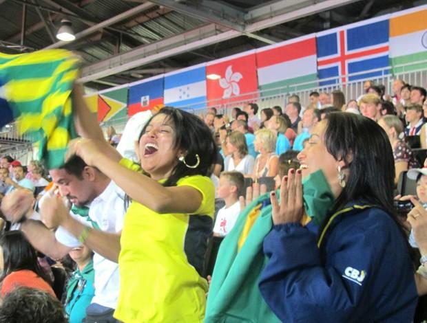 Familía comemora vitória de Sarah na semi (Foto: Carlos Mota / Globoesporte.com)