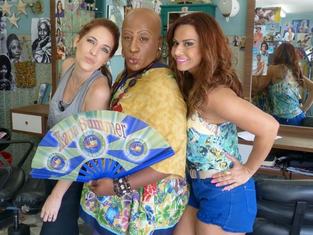 Apresentadora do Fantástico Poliana Abritta fez pose ao lado de Ailton Graça e Viviane Araújo (Foto: Fabio Rosso/ Gshow)