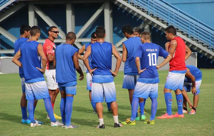 Sérgio Duarte comandou o treino desta quinta-feira (Foto: Marcos Dantas)