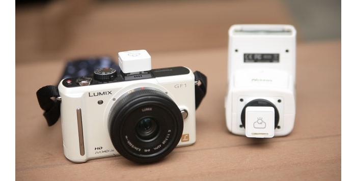 Sensores são acoplados à câmera e ao flash (Foto: Divulgação/FlashQ)