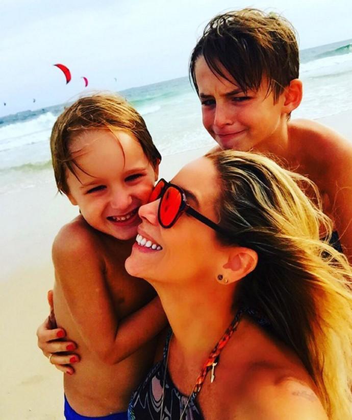 Danielle Winits com os filhos (Foto: Arquivo Pessoal)