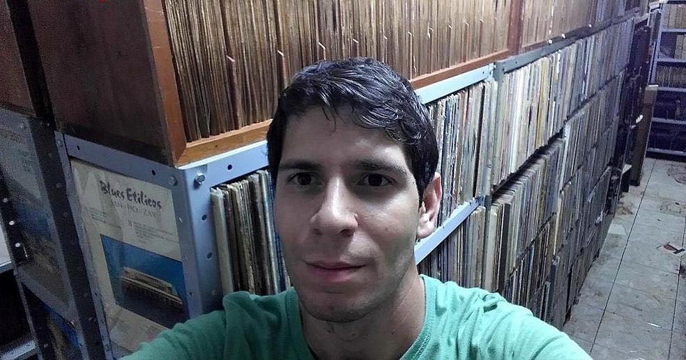 Colecionador contou que já investiu cerca de R$ 1 milhão na coleção (Foto: Miguel Coelho/Arquivo pessoal)