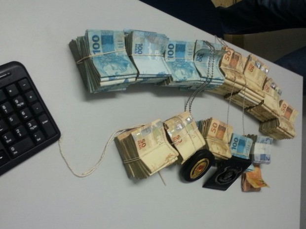 Polícia acha R$ 160 mil com suspeitos de mega-assalto presos em Goiás (Foto: Divulgação/Polícia Civil)
