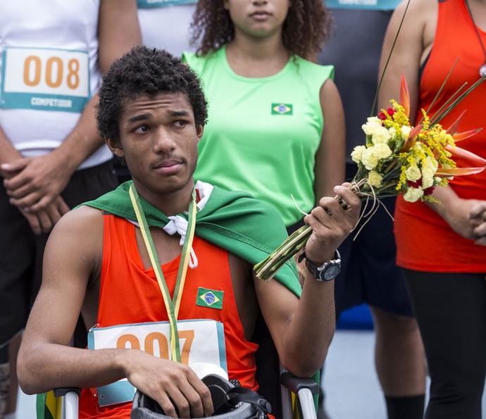 Wesley fica emocionado após sua primeira competição como paratleta (Foto: Ellen Soares/Gshow)