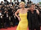 Charlize Theron adota recém-nascida após separação de Sean Penn