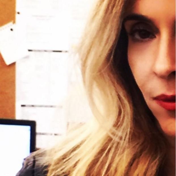 Deborah Evelyn interpreta a personagem Kiki na novela A Regra do Jogo (Foto: Reprodução/Instagram)