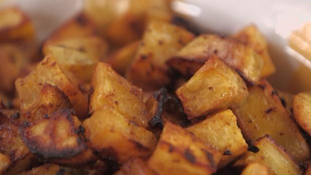 Cozinha Prtica com Rita Lobo, EP batata-doce, batata-doce assada com pprica e alho,  (Foto: Divulgao/GNT)
