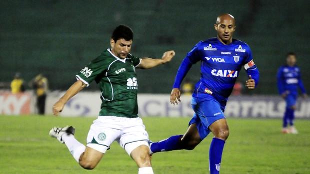 Schwenck faz jogada na partida entre Guarani x Avaí (Foto: Rodrigo Villalba / Memory Press)