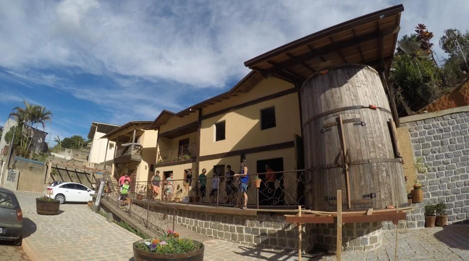 O barril faz parte da fachada da Cantina Mattiello (Foto: Divulgação)
